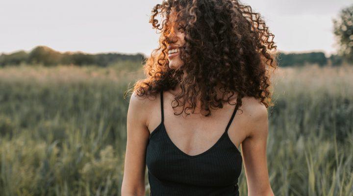 Tagli per capelli ricci: trend e consigli